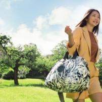 バッグブランドkipling (キプリング) の エキゾチックなサマーコレクション・URBAN PALM登場
